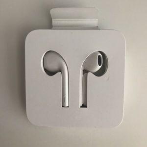 Apple wired EarPods lightening conector